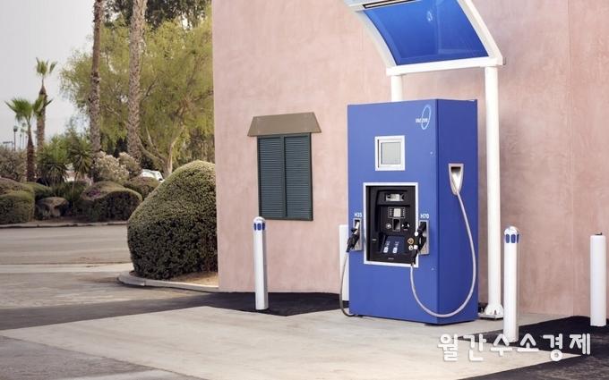 미국의 SAE는 세계 최초로 수소충전 프로토콜을 기준화했다. 사진은 미국 캘리포니아주에 위치한 수소충전소.(사진=True Zero)