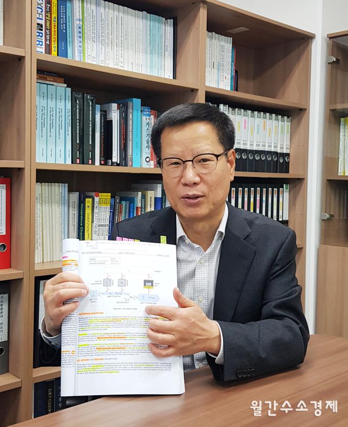 채충근 미래기준연구소 소장이 수소충전 프로토콜에 대해 설명하고 있다.(사진=미래기준연구소)